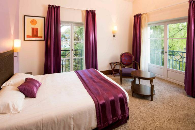Chambre classique hôtel Luxeuil Clos Rebillotte